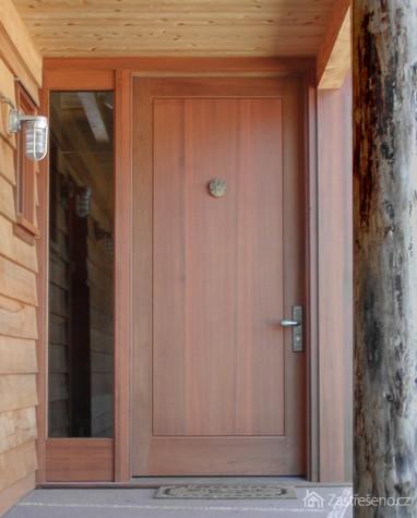 Plastové vchodové dveře se světlíkem